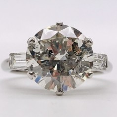 18k White Gold Ring with Grand Central Diamond