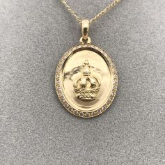 18k Gold Pendant with Diamonds and a Royal Crown in the Center