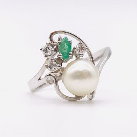 18k White Gold Ring with a Marine Pearl, an Emerald and Diamonds