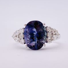 18k White Gold Ring with a Tanzanite and Diamonds