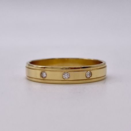 Anello in oro con diamanti