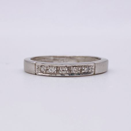18k White Gold Ring with Diamonds