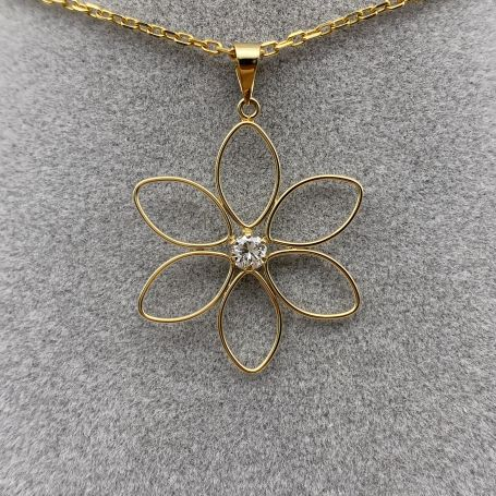 18k Gold Pendant with Flower and Diamond Shape