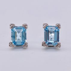 18k White Gold Earrings with an Aquamarine and Diamonds