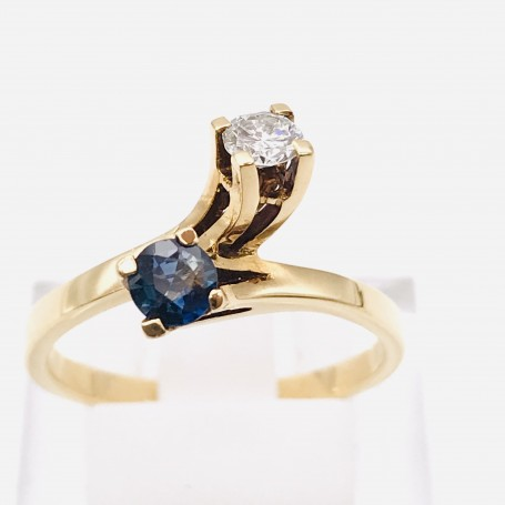18k Gold Ring with a Sapphire and a Diamond