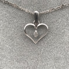 18k White Gold Pendant with Heart Shape with Diamonds