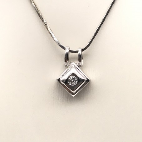 18k White Gold Pendant with a Central Diamond