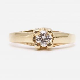 18k Gold Ring with Diamond