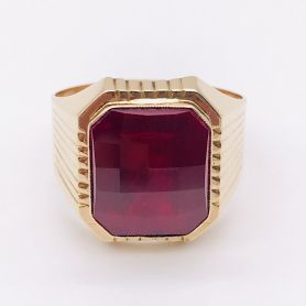 18k Gold Ring with Red Rectangular Stone