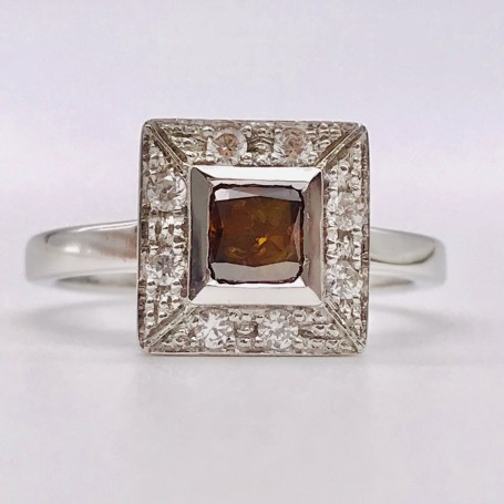 Bague en or blanc 18k avec diamant orange et diamants