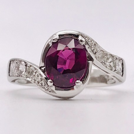 18k White Gold Ring with Grape Garnet and Diamonds